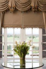 Ламбрекен асимметричный фото – современные варианты 2018 для зала и спальни, кухни и гостиной, жесткий ламбрекен для красивых занавесок