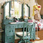 Столики для макияжа с зеркалом – будуарный стол с зеркалом для макияжа и трюмо, их высота и размеры, подвесные и напольные варианты в современном стиле