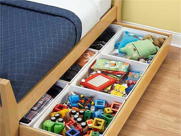Выбирайте «правильную» кровать и размещайте в ящиках любые игрушки. Как  правило, эти ящики довольно объемные, так что внутреннее пространство можно  ... ae28a484411